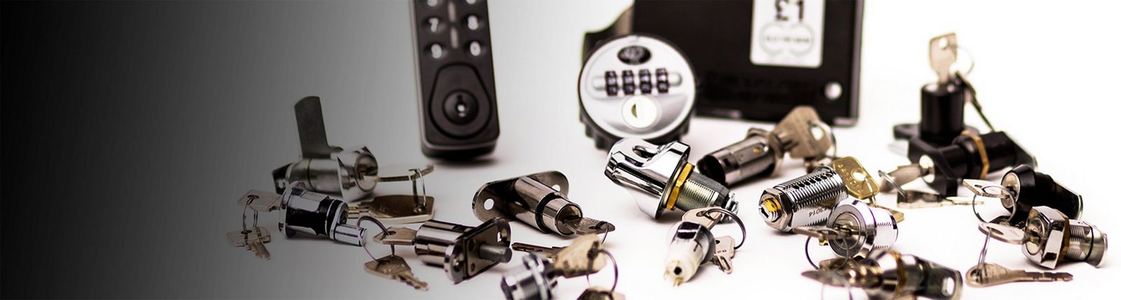 banner mostrando varias cerraduras para muebles y lockers. cerraduras electronicas y mecanicas